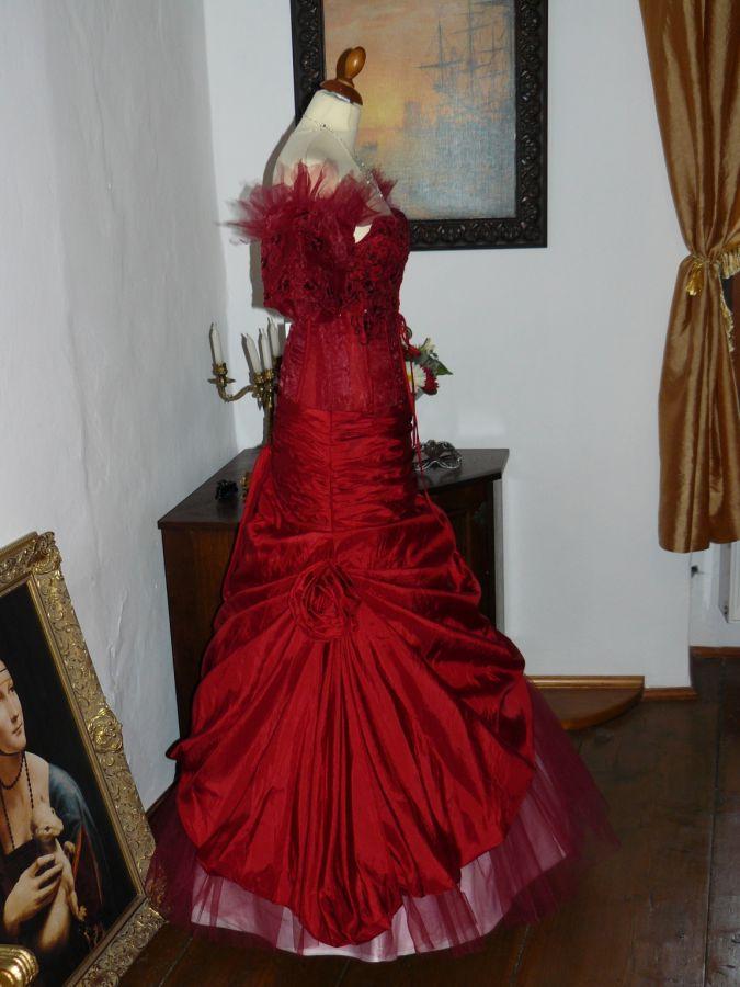 8573cff80d5 Vampire gothic rudé plesové šaty na maturitní ples sexy - plesové ...